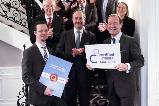 Kompetenzen in der Führungsebene: Zertifikat Certified Interim Manager an First Mover verliehen